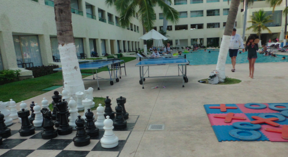 Dreams Huatuclo Giant Chess Board