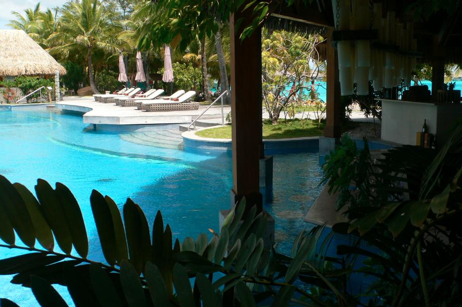St. Regis Bora, Bora pool
